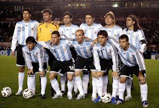 Maradona rinnova l'Argentina