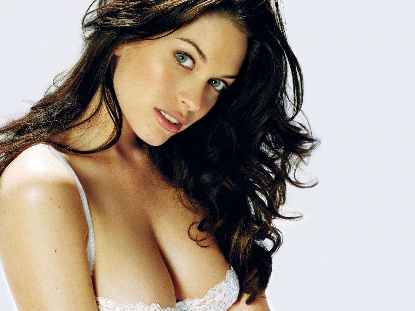 http://2.bp.blogspot.com/_7kW7FQsYN2w/TUy_Z2Ako4I/AAAAAAAAARg/MWBUB3D_ffU/s1600/hot_sexy_bikini_brunette-1400x1050.jpg