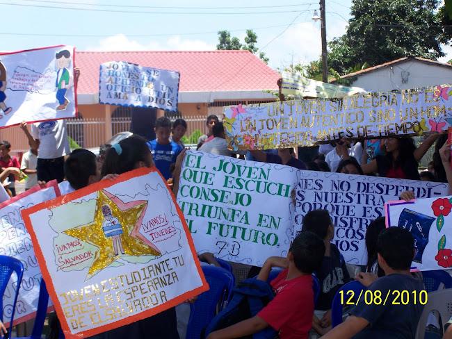 Los Estudiantes diseñaron pancartas con excelentes mensajes