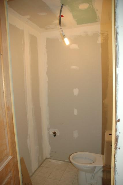 notre maison frontonas fin du placo et ratissage des murs. Black Bedroom Furniture Sets. Home Design Ideas