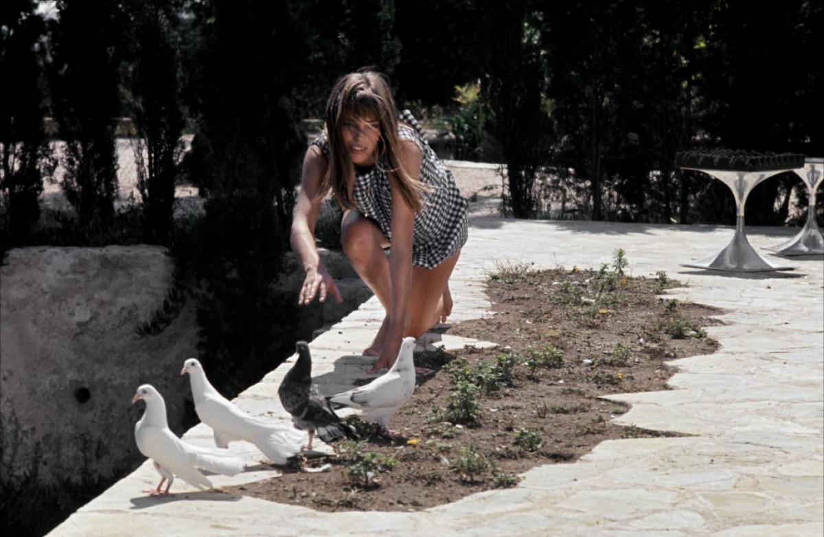 http://2.bp.blogspot.com/_7n8n2RkgwkI/TDXu6VdB2jI/AAAAAAAABas/php2qFlU29w/s1600/lazy_lisa_jane_birkin_piscine_vichy.jpg
