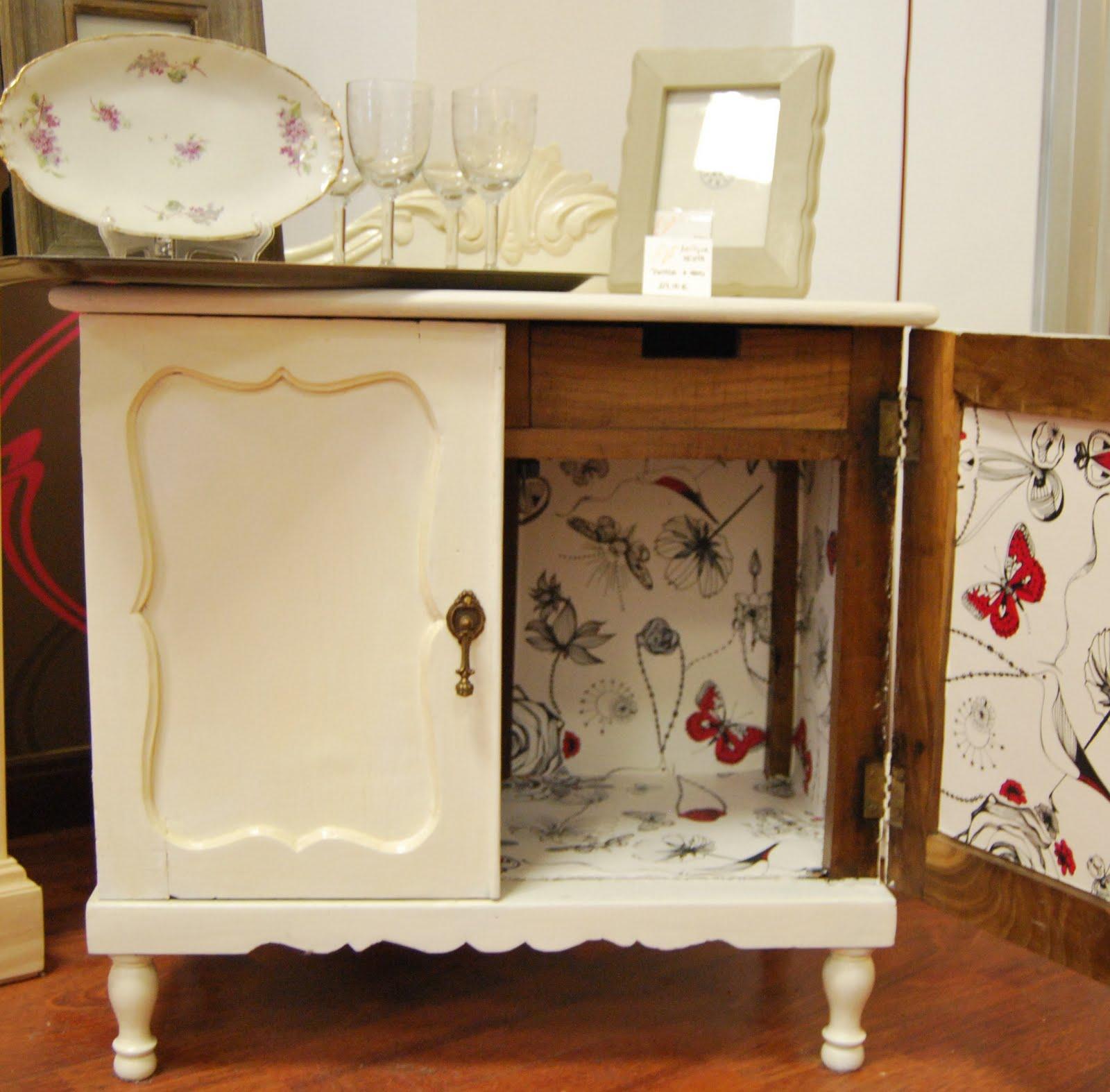 Muebles reciclados con papel pintado decorar tu casa es for Papel para decorar muebles