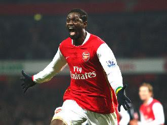 Adebayor torna e segna un gol fondamentale