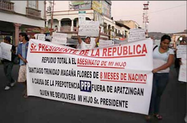 Marchan en Apatzingán para exigir salida de la Policía Fede Protesta-contra-pf