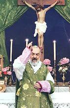 San Pio, Benedicici e intercedi per noi presso il Signore!