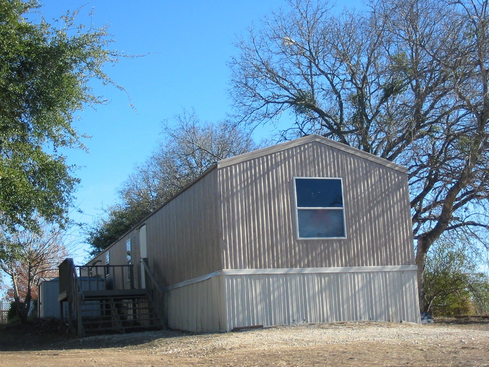 1 mobile home with aluminum siding