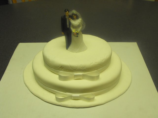 All things Sweet: A Simple Elegant Wedding Cake