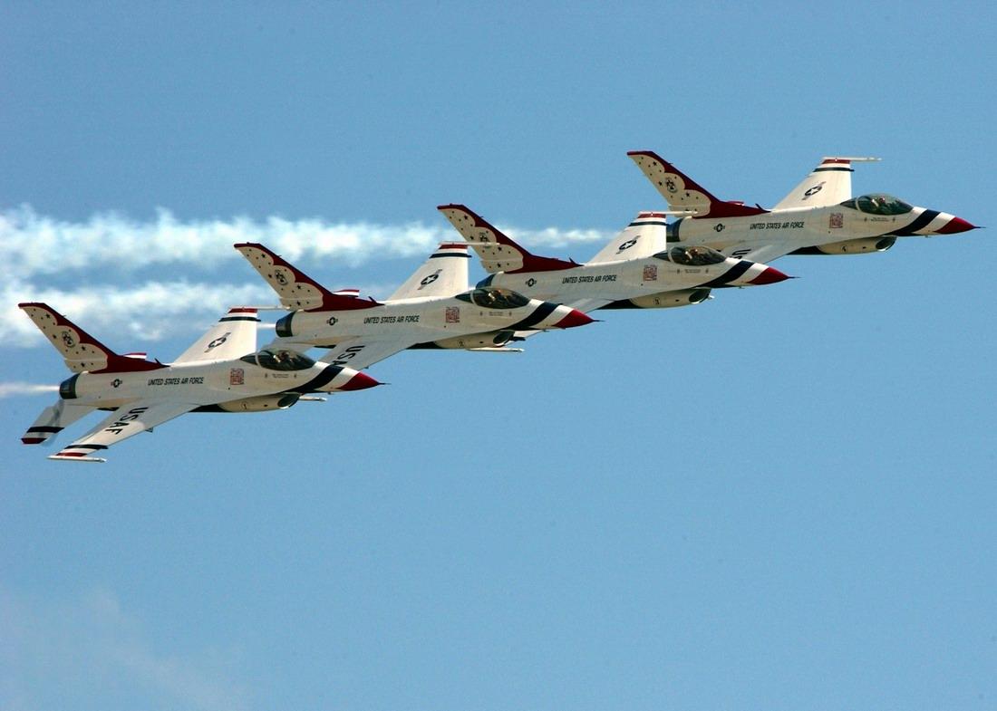 http://2.bp.blogspot.com/_7v0kUwDTG4U/TNGOYK2eRoI/AAAAAAAAAt8/E1i49ZZ4jh0/s1600/f-16-falcons-fighter-jet-wallpaper.jpg