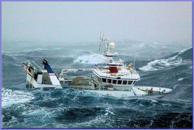 صور معة لسفينة في وسط العاصفة Ship_in_a_storm_08