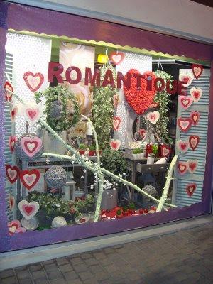 Ma tre artisan fleuriste vitrine saint valentin - Deco vitrine saint valentin ...