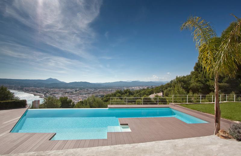 Piscina infinity con revestimiento continuo lucas gunitec for Revestimiento piscinas