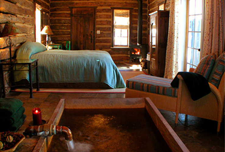 Design hotel rustic log cabin inspiraiton from dunton hot for Rustic hotels near me