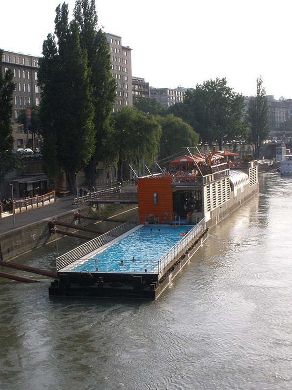 badeschiff the floating swimming pool in berlin. Black Bedroom Furniture Sets. Home Design Ideas