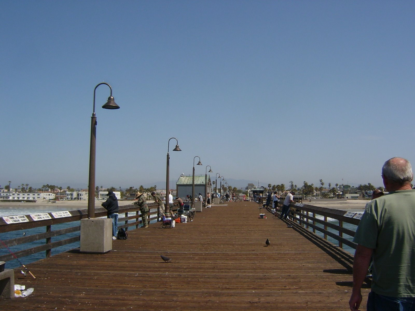 [07+lunch+at+the+pier.JPG]
