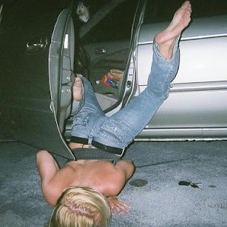http://2.bp.blogspot.com/_7xGESFZ0NC8/StCpd-rk3mI/AAAAAAAASAs/XkBhVCACX-w/s400/passed-out-drunk-girl-28.jpg