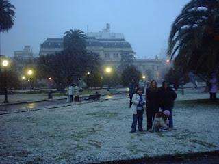 Plaza San Martin La Plata con nieve
