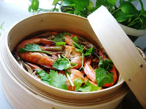 how to use a steamer basket bamboo