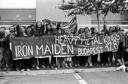 1984. budapesti koncertre várják a Vas Szüzeket