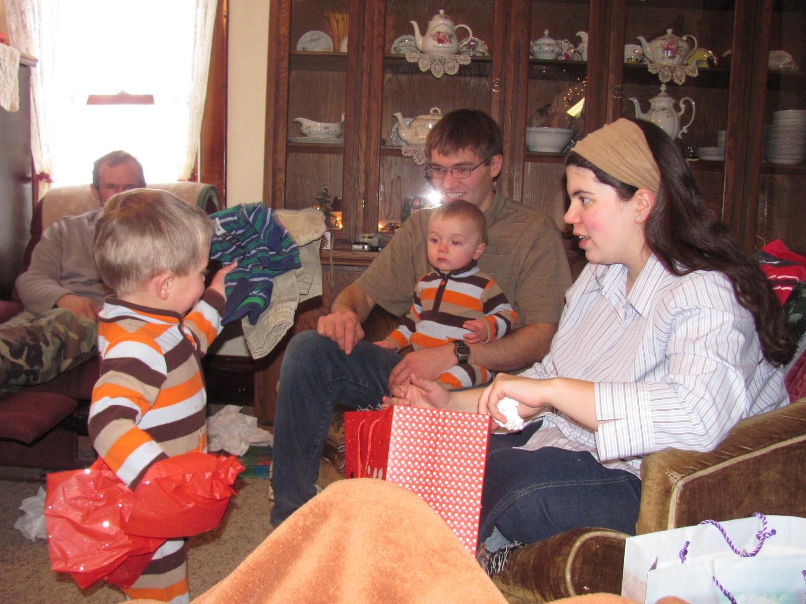 http://2.bp.blogspot.com/_823zW-c5UPw/TR1I6J6bjlI/AAAAAAAAEac/1QOCejdw2tw/s1600/Christmas+2010+048.JPG