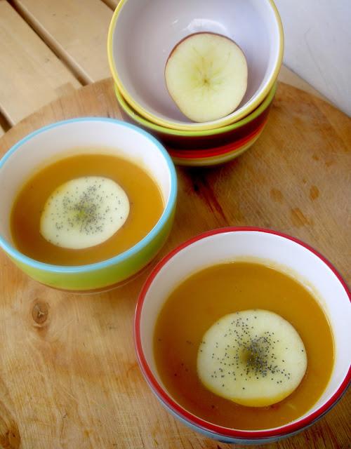 zuppa di zucca alle mele, peperoncino e curry