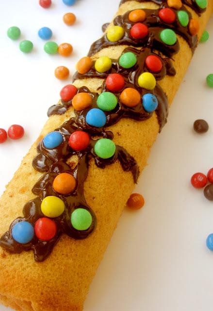 dolce alla marmellata e cioccolato fondente con smarties