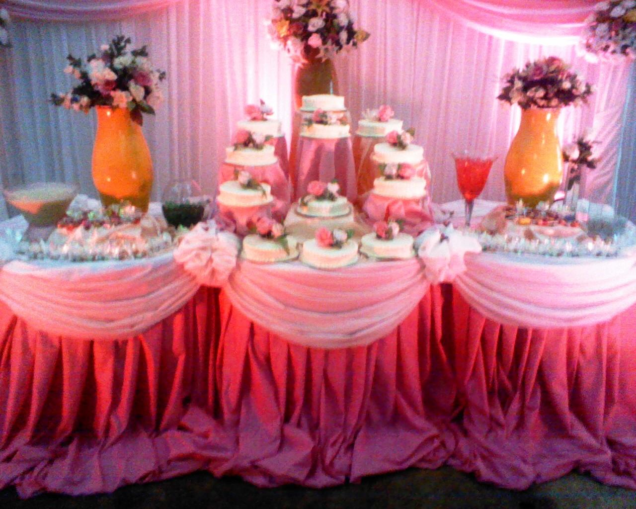 Mesa de torta 15 a os for Mesas y sillas para xv anos