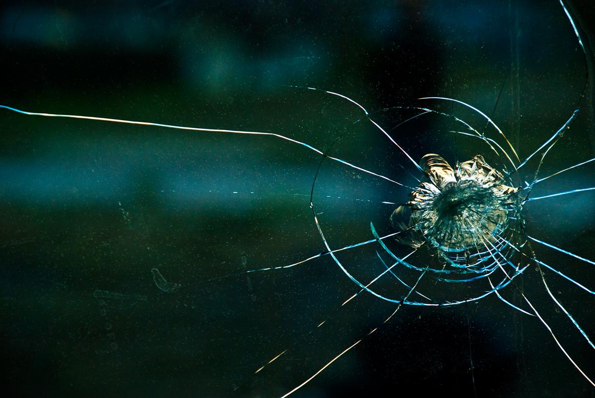 http://2.bp.blogspot.com/_84NALfOCY54/TQNJGYQS7aI/AAAAAAAAABU/ygjKJl0YYvI/s1600/broken-glass.jpg