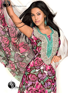 Gul+Ahmed+Stylish+Design+www.She9.blogspot.com+%2820%29 More v neck and round neck shalwar kameez styles from Gul Ahmad
