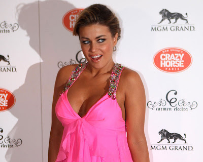 Carmen Electra Appear Very Sweet at the MGM Grand&#8217;s Crazy Horse Paris in Las Vegas