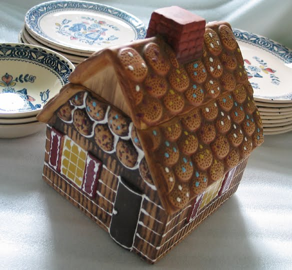 My Declutter Project Gingerbread House Shaped Cookie Jar 5