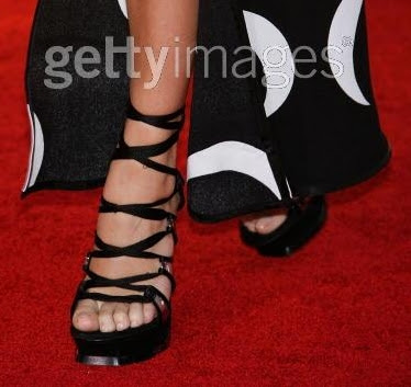 chloesevignyfeet1 The Worst Nails of the Golden Globes