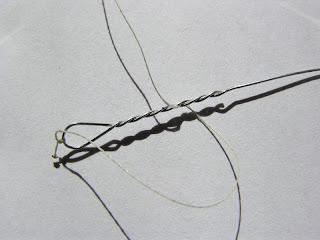 шнур попадает в скрутку поводка