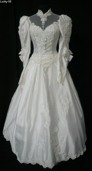 I am so in love with a long sleeved wedding dress I don 39t mean the poofy