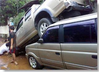 Mobil tersapu di jebolnya tanggul Situ Gintung