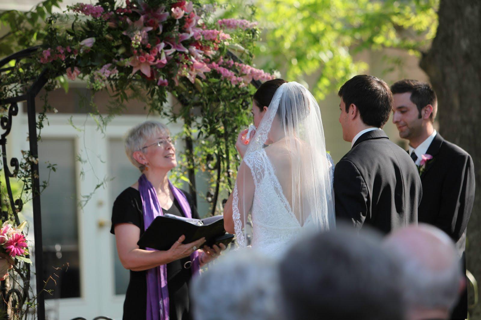 http://2.bp.blogspot.com/_8HVSUu9nCfI/TM62Jq8XKCI/AAAAAAAABSg/o62IXVmi0Go/s1600/Rev+Robin+Renteria+Ryan+and+Jenna+vows+and+The+Matthews+House.jpg