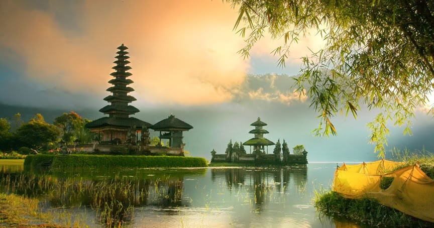 Indonesian Travel Guide Holiday Indonesia Beautiful Place In The Visit