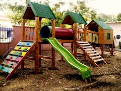 parque de tres torres mas casita de muñecas de madera