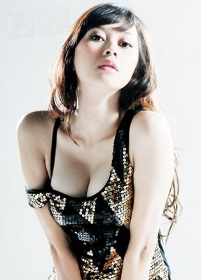 Aura Kasih telanjang