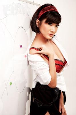 artis indonesia telanjang, foto tetek artis indonesia, payudara bugil kiki amalia