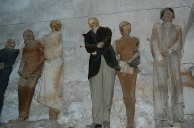 http://2.bp.blogspot.com/_8JMgjANXp6M/TLBxBcGKJUI/AAAAAAAAC4c/lh9ck2SP3eg/s400/catacombs_2.jpg