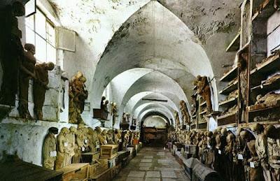 http://2.bp.blogspot.com/_8JMgjANXp6M/TLBxBs_Ff0I/AAAAAAAAC4k/xV3K7gjAy5w/s400/catacombs_1.jpg