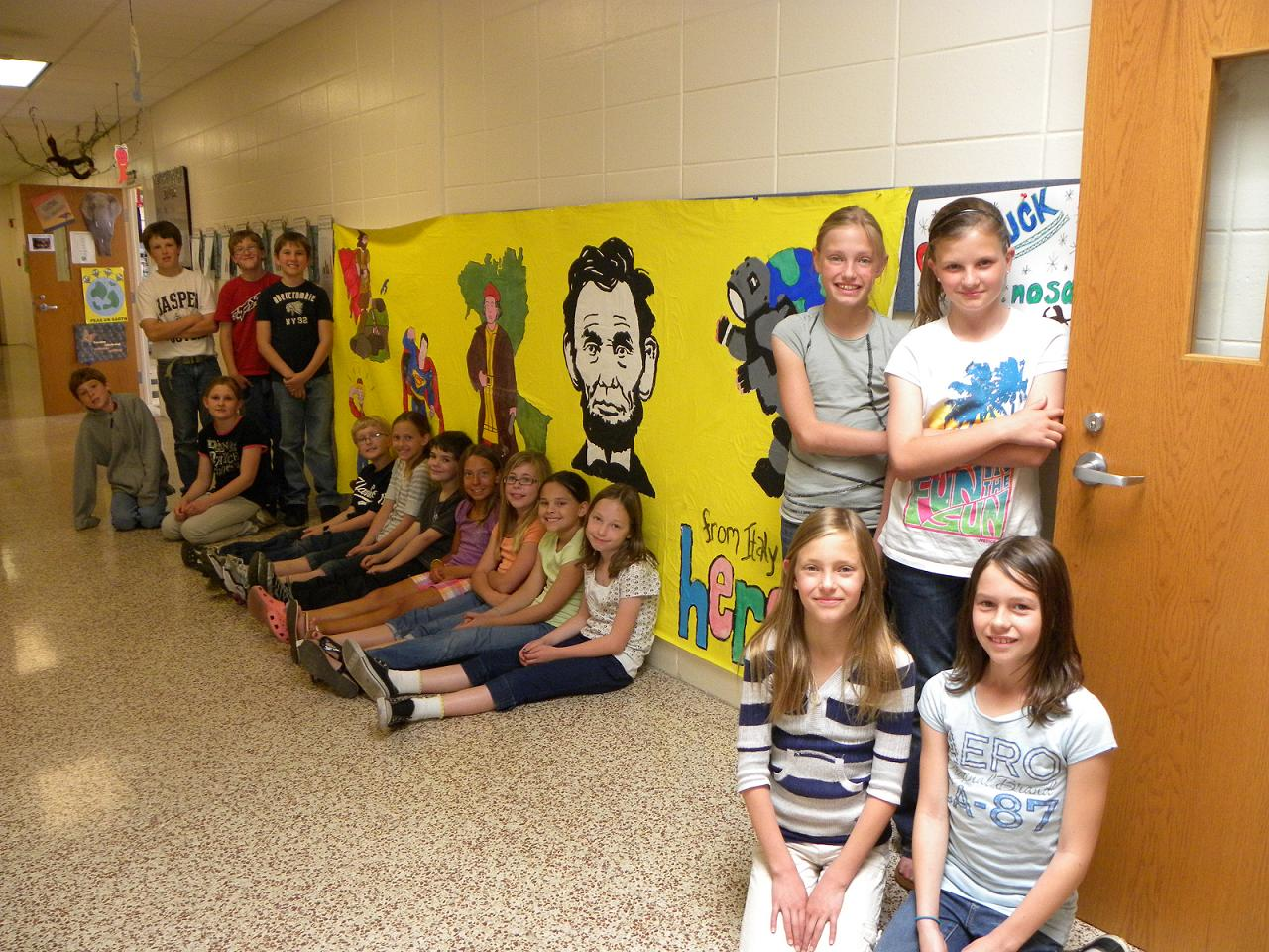Mrs h 39 s jungle crew art miles mural project for Art miles mural project