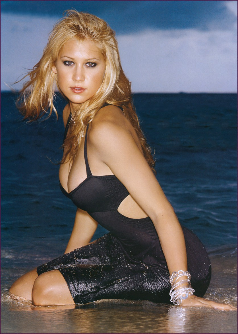 Fresh Look Anna Kournikova Hairstyles 11