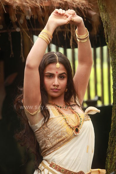 Vidya Balan Hot in Malayalam Movie Urumi