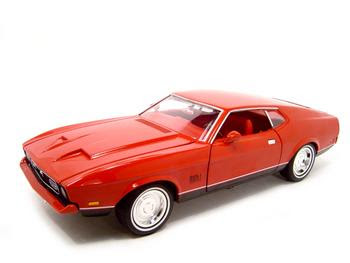 1971 Ford Mustang Mach 1 Fastback — like one seen in Diamonds Are Forever