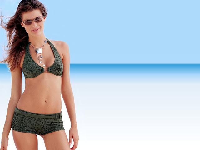 Sexy Beach Bikini Wallpaper