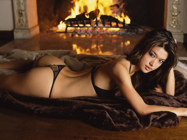 Sexy Black Bikini Wallpaper