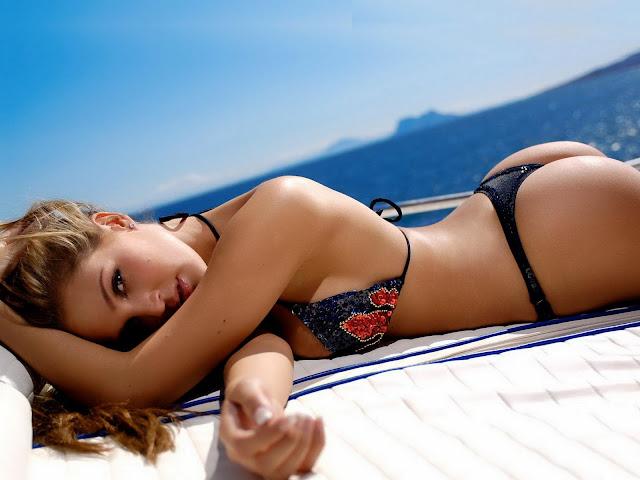 Sexy Bikini Beach Girls HQ Wallpaper