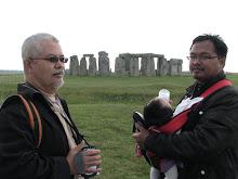 Stonehenge_June2009