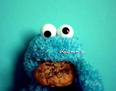 lo mismo decir monstruo come galletas que monstruo que come galletas ...
